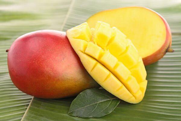 Фото: спелый фрукт Манго в разрезе
