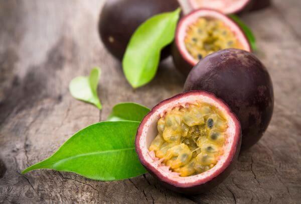 Фото: фрукт Маракуйя в разрезе
